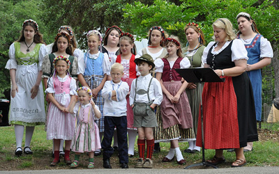 German kids in traditional dress, Image Credit: amboo who? on flickr
