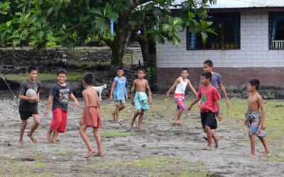 Samoan kids playing a game outside, photo credit Simon_sees on Flickr