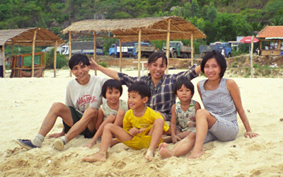 Vietnamese family on beach, photo credit upyernoz on Flickr